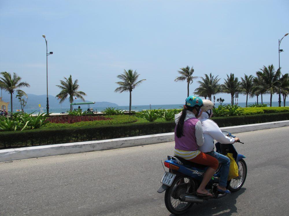 南シナ海沿いの道