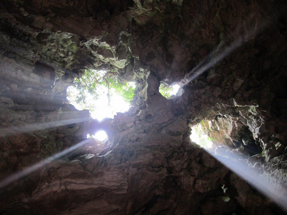 マーブルマウンテンの天井にあいた穴