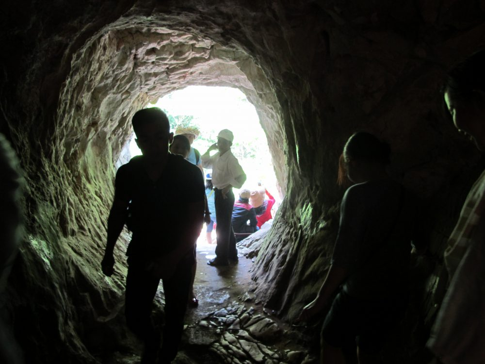 いろいろな洞窟がある五行山