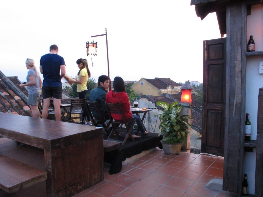 建物の屋上にあるカフェ