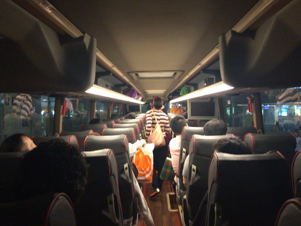 バスの中は快適