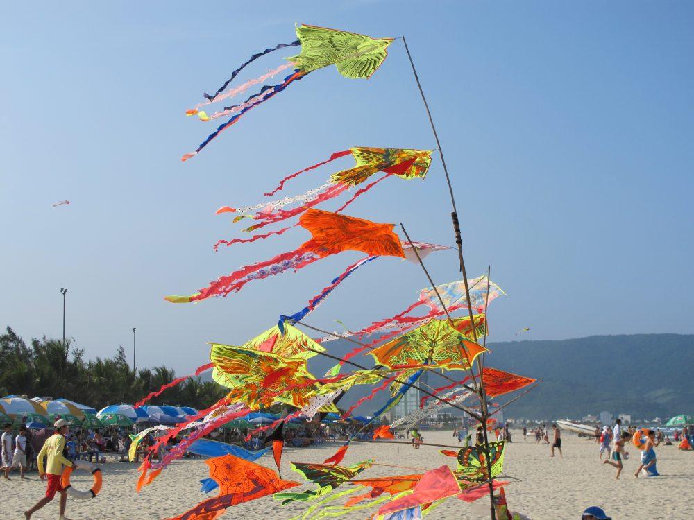 海辺で販売されている凧