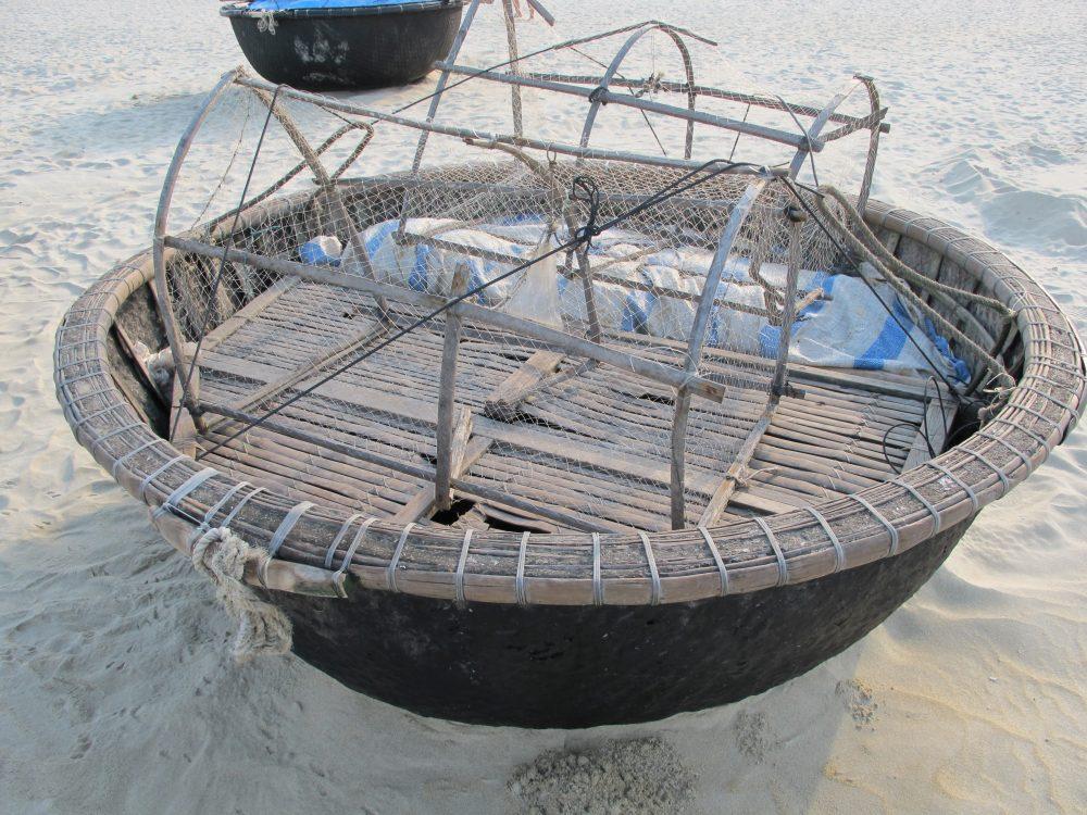 ベトナムの伝統的な釣り船