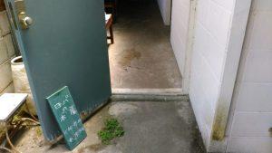 ロバの本屋入り口